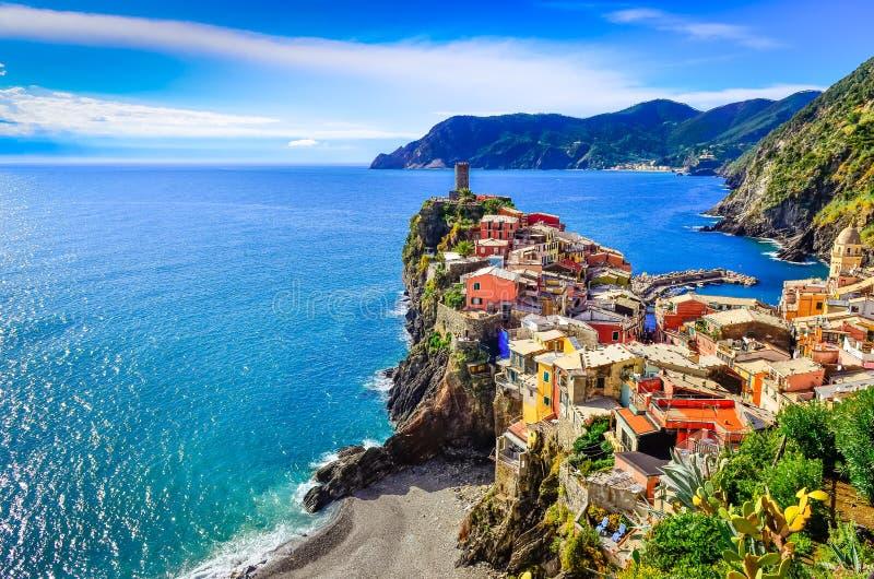 Mening van kleurrijk dorp Vernazza in Cinque Terre stock foto