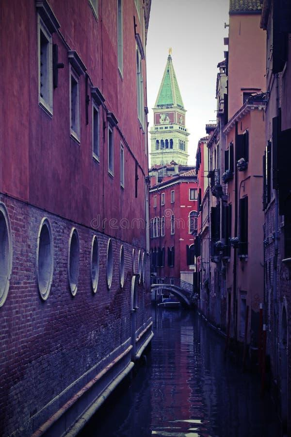mening van klokketoren van het Teken van Heilige in Venetië Italië stock foto