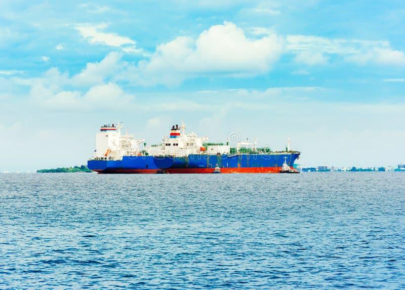 Mening van koopvaardijschepen in de Indische Oceaan, Mannetje, de Maldiven stock afbeeldingen