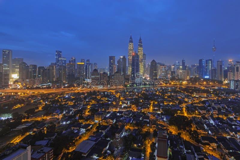 Mening van Kuala Lumpur City Center tijdens Blauw uur op de Nieuwjaarochtend 2016 royalty-vrije stock afbeeldingen