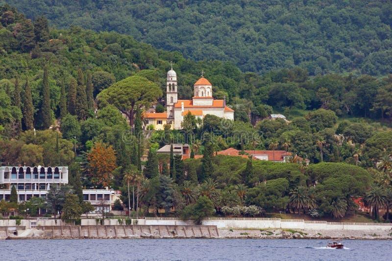 Mening van kust van Baai van Kotor en Savina Monastery montenegro royalty-vrije stock foto's