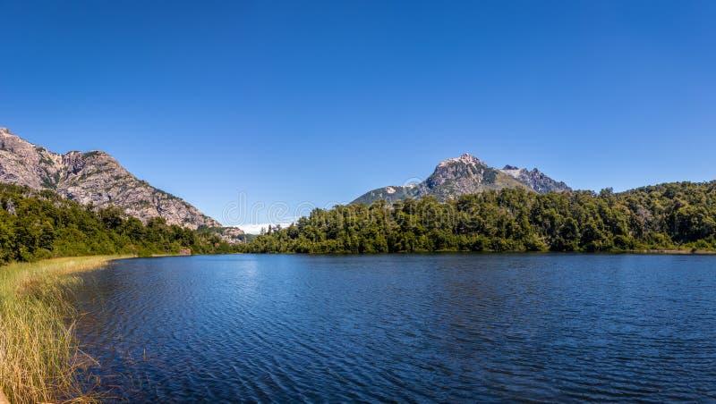 Mening van Lago Escondido in Circuito Chico - Bariloche, Patagonië, Argentinië royalty-vrije stock foto