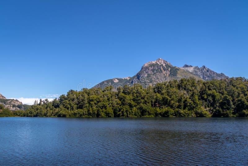 Mening van Lago Escondido in Circuito Chico - Bariloche, Patagonië, Argentinië stock foto