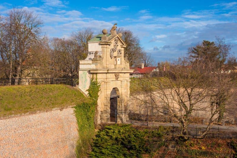Mening van Leopold Gate van Vysehrad-fort, Praag, Tsjechische Republiek stock foto