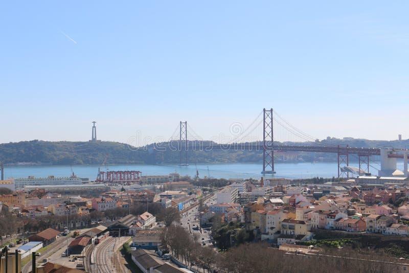 Mening van Lissabon en de Brug 25 April - Portugal royalty-vrije stock foto's