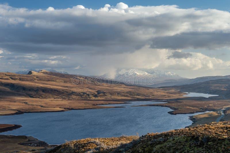 Mening van Loch Leathan van de Oude Mens van Storr, Eiland van Skye, Sc royalty-vrije stock fotografie