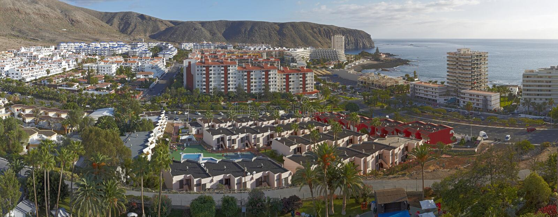 Mening van Los Cristianos stad, Tenerife royalty-vrije stock foto