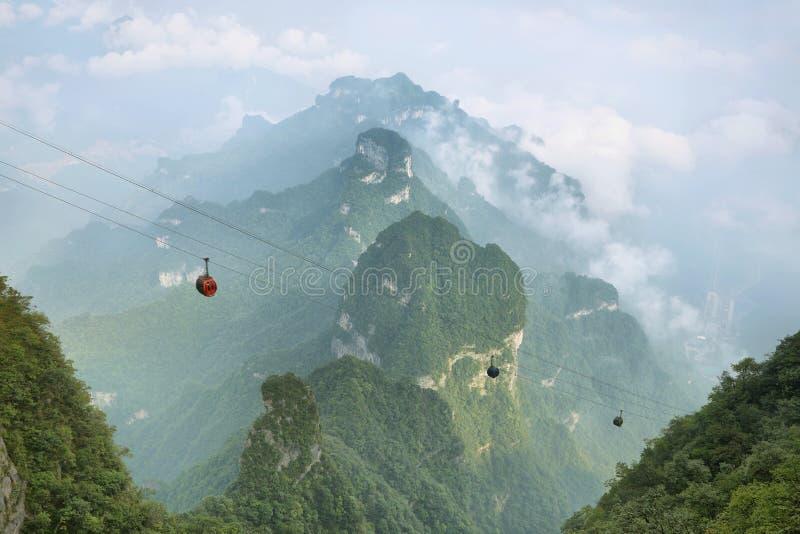 Mening van majestueuze pieken van Tianmen-berg royalty-vrije stock foto's