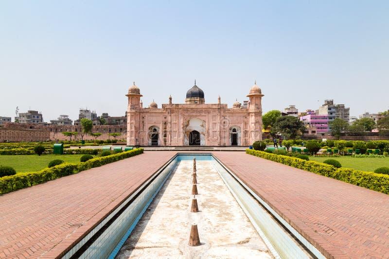 Mening van Mausoleum van Bibipari in Lalbagh-fort, Dhaka, Bangladesh stock fotografie