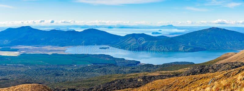 Mening van Meer Taupo en Meer Rotoaira in Nieuw Zeeland stock afbeelding