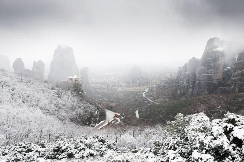 Mening van Meteora van hierboven in de winter, Griekenland royalty-vrije stock afbeelding