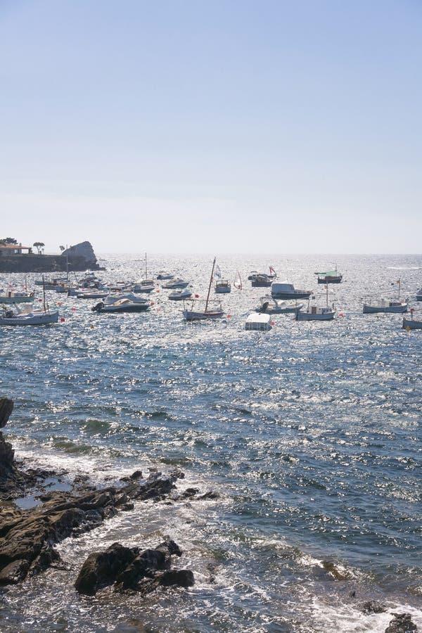 Mening van Middellandse Zee met zonlicht die het water overdenken, stock foto's