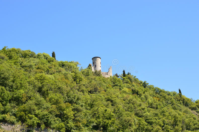 Mening van Monte Isola-eiland van veerboot op Meer Iseo, detail van heuvel, Lombardije, Italië stock foto