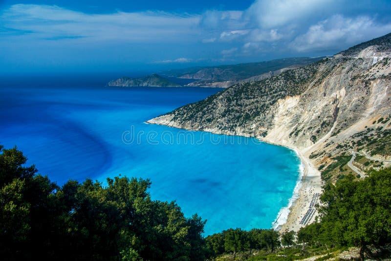 Mening van mooi Myrtos-strand op Kefalonia-eiland, Griekenland royalty-vrije stock afbeeldingen