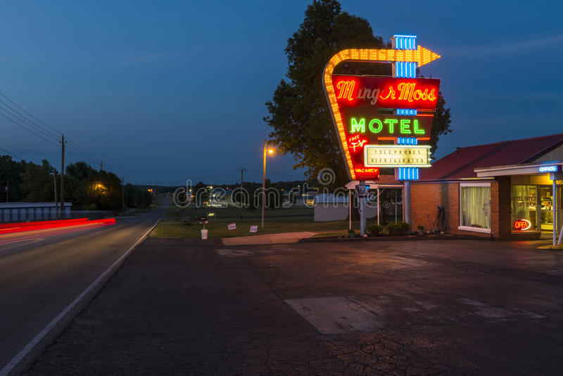 Mening van Munger Moss Motel bij nacht langs Route 66 in Labanon, Missouri, de V.S. royalty-vrije stock afbeeldingen