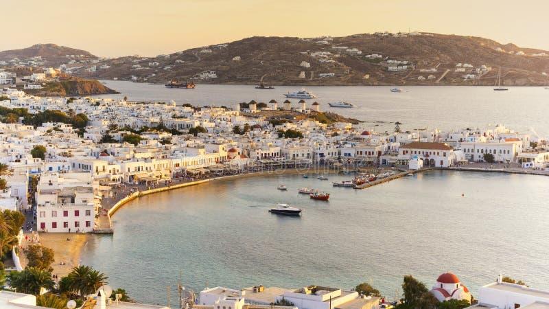 Mening van Mykonos bij zonsondergang Cycladen Griekenland royalty-vrije stock fotografie