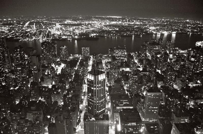Mening van New York bij Nacht van de Staat Bldg van het Imperium. stock afbeeldingen