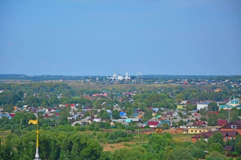 Mening van Nikitsky-Klooster van 11de eeuw van belltower in pereslavl-Zalessky, Rusland stock foto's