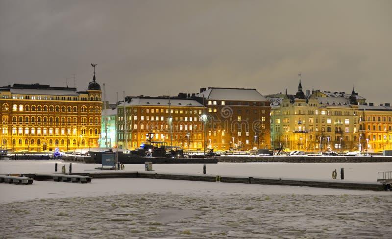 Mening van Noordelijke haven in de winteravond stock foto's
