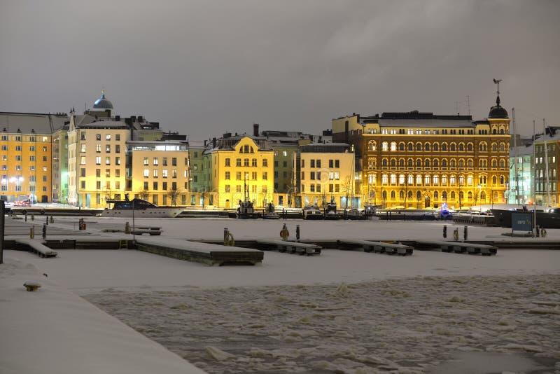 Mening van Noordelijke haven in de winteravond in Helsinki royalty-vrije stock afbeelding