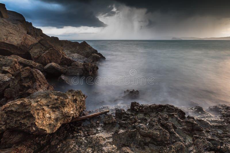 Mening van onweer, Zeegezicht stock foto's