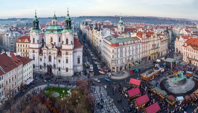 Mening van Oud Stadsvierkant en St. Nicholas Church, Praag, Tsjechische Republiek stock foto's