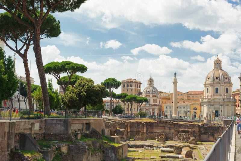 Mening van oude comfortabele straat in Rome, Italië Architectuur en oriëntatiepunt van Rome royalty-vrije stock afbeelding