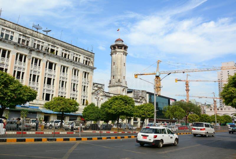 Mening van oude gebouwen in Yangon, Myanmar stock afbeelding