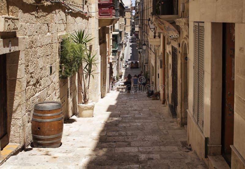 Mening van oude, historische straat in Valletta/Malta Het beeld toont stock fotografie