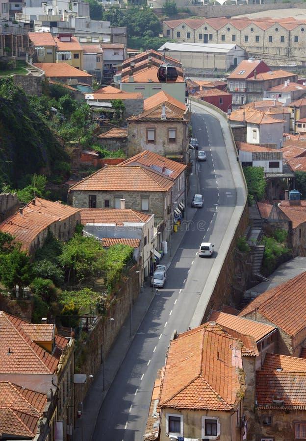 Mening van oude huizen met betegelde daken op bovenkant Porto, Portugal stock afbeeldingen