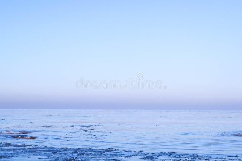 Mening van overzees in de winter stock fotografie