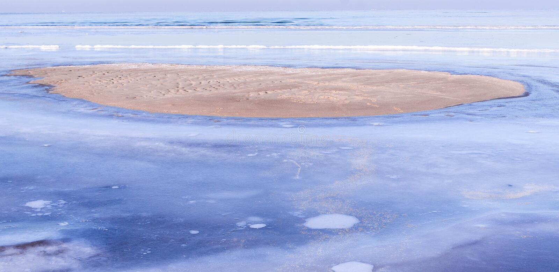 Mening van overzees in de winter royalty-vrije stock foto's