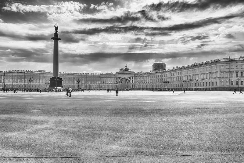 Mening van Paleisvierkant in St. Petersburg, Rusland stock afbeeldingen