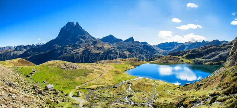 Mening van Pic du Midi Ossau, Frankrijk, de Pyreneeën royalty-vrije stock foto