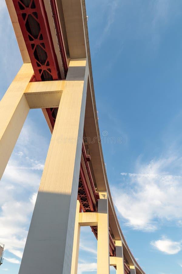 mening van pilars onder een brug royalty-vrije stock afbeeldingen