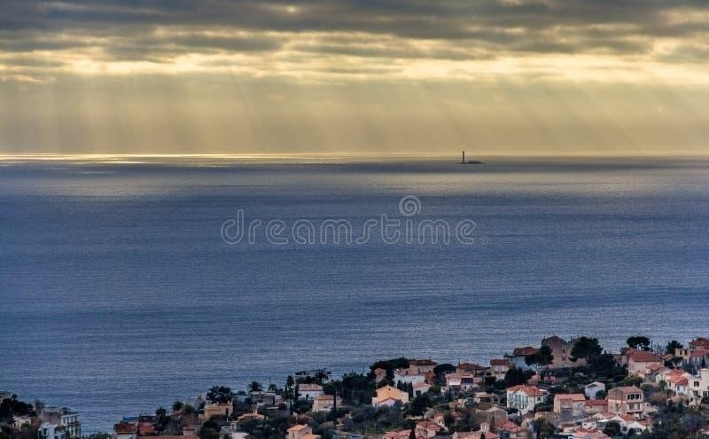 Mening van Planier-eiland met zijn vuurtoren in het Middellandse-Zeegebied stock fotografie