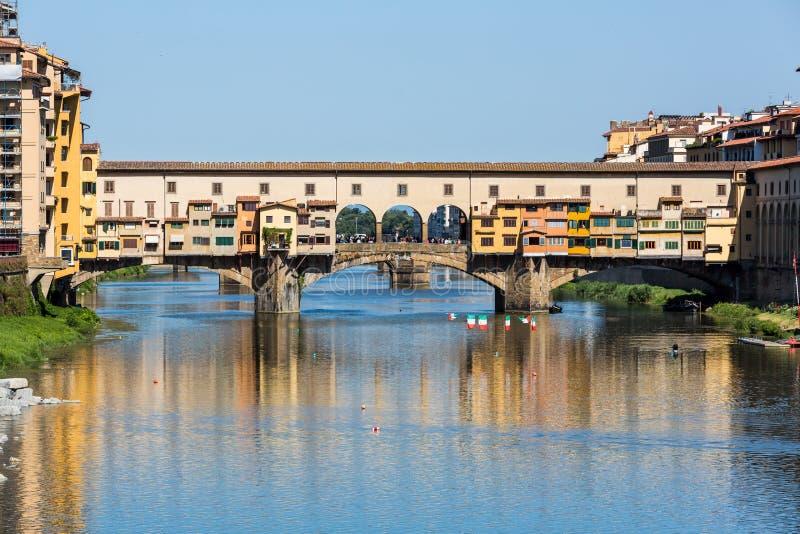 Mening van Ponte Vecchio in Florence stock foto's