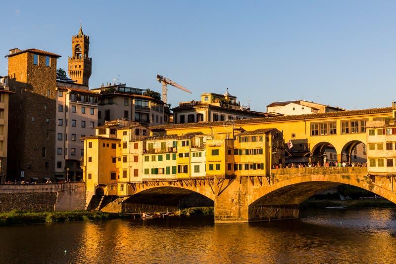 Mening van Ponte Vecchio in Florence, Italië stock foto