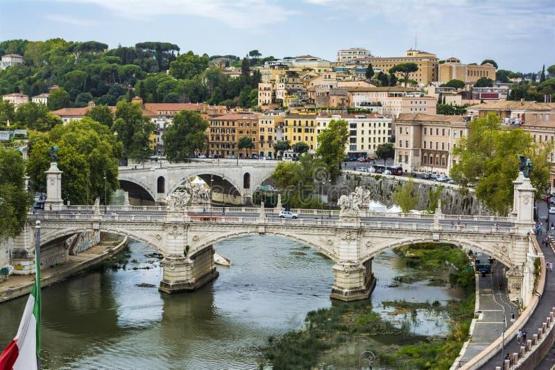 Mening van Ponte Vittorio Emanuele II op Tiber-Rivier van Castel Sant ` Angelo stock fotografie