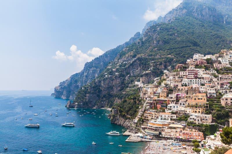 Mening van Positano en de Middellandse Zee royalty-vrije stock foto's