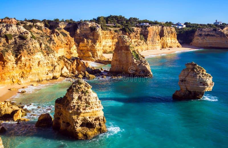 Mening van Praia DA Marinha, Algarve gebied, Portugal royalty-vrije stock fotografie
