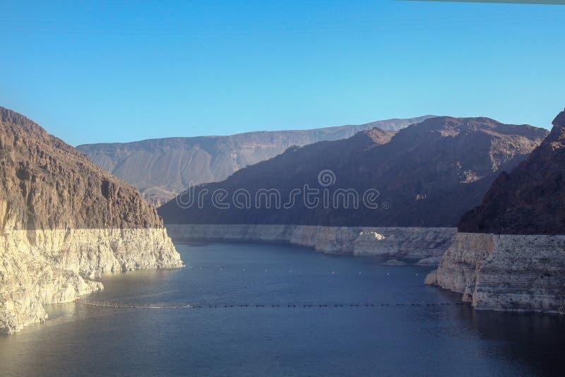 mening van rivier in Hoover-Dam bij de V.S. stock foto
