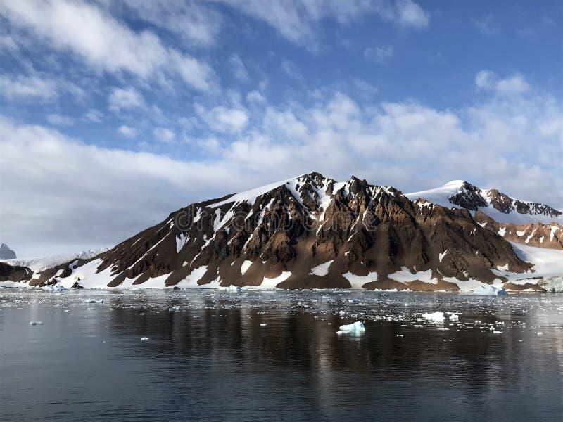 Mening van Rode Rotsrand, Antarctica stock foto's