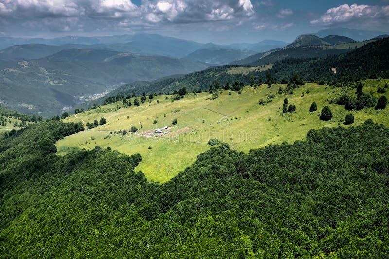 Mening van Roemeense bergen royalty-vrije stock fotografie