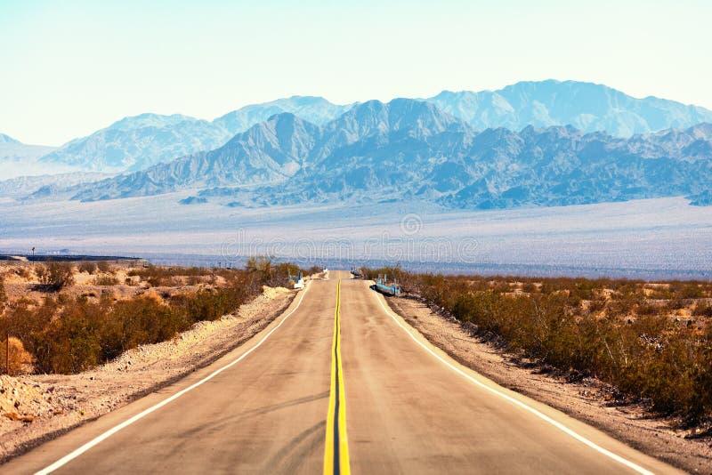 Mening van Route 66, Mojave-Woestijn, Zuidelijk Californië, Verenigde Staten royalty-vrije stock afbeelding