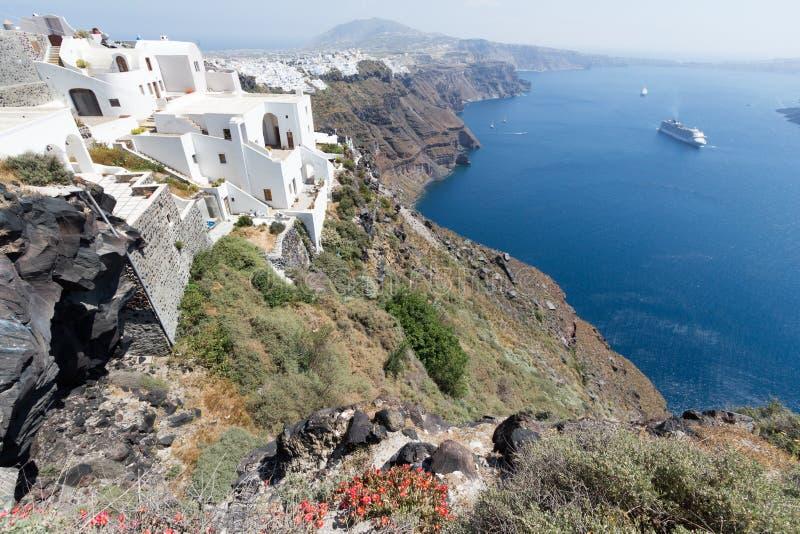 Mening van Santorini die uit aan het overzees kijken royalty-vrije stock afbeelding