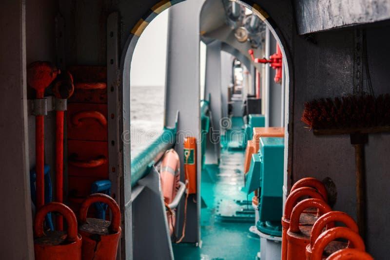 Mening van schip ` s of schipdek Mariene baan aan boord stock foto