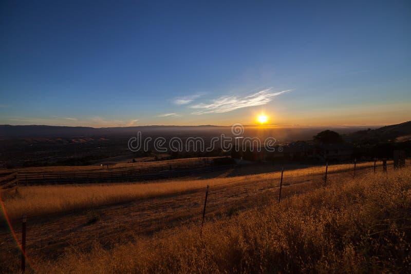 Mening van Silicon Valley van Onderstel Hamilton bij zonsondergang royalty-vrije stock afbeelding