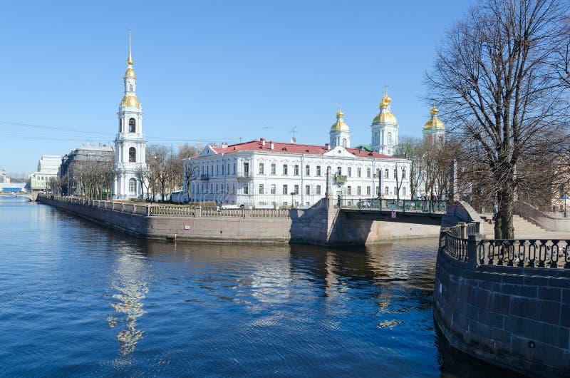 Mening van Sinterklaas de Epiphany-Kathedraal op Kryukov-Kanaaldijk, St. Petersburg, Rusland royalty-vrije stock foto