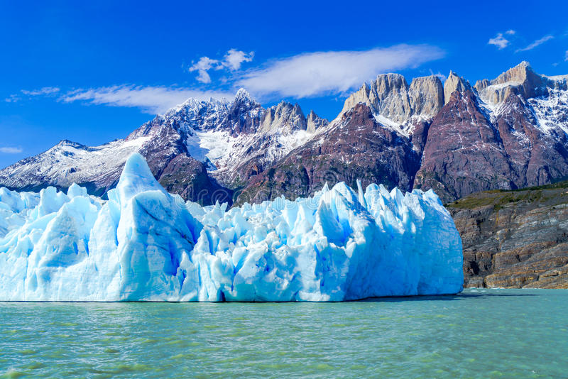 Mening van sneeuwberg en Gray Glacier royalty-vrije stock afbeelding